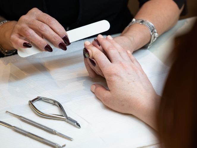 Manucure | Soins des mains | Pose d'ongles | Vernis au gel